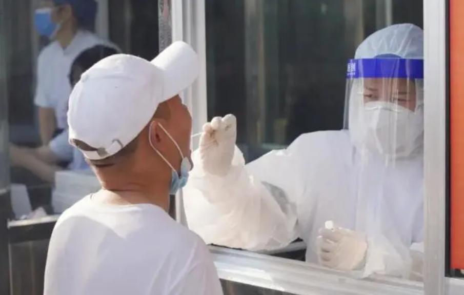 常德市第四人民医院30名医务人员支援社区核酸检测
